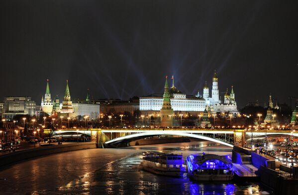 Вид на Кремль с Патриаршего моста в новогоднюю ночь