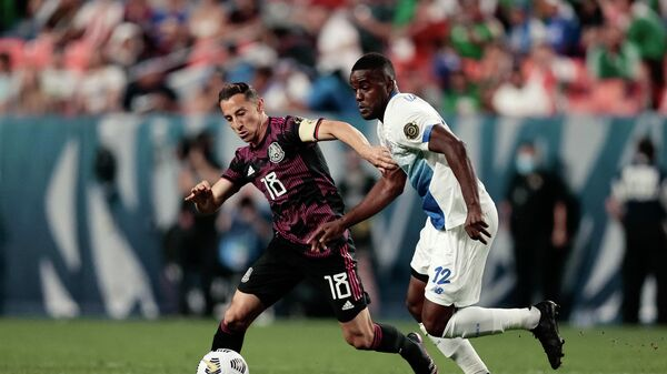 Игровой момент матча сборных США и Коста Рики.