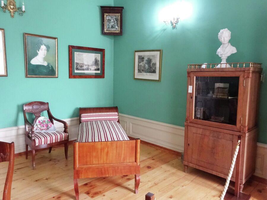 Дом-музей Грибоедова.  Комната барышень