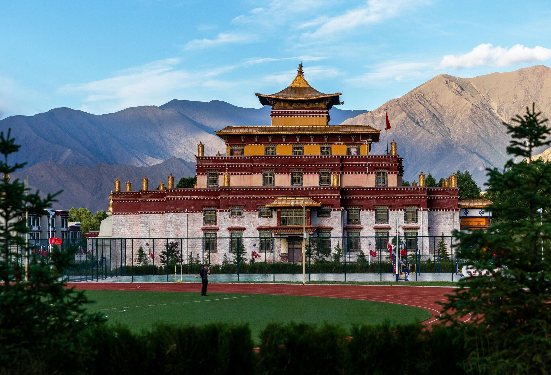 Вид на Буддистский институт в деревне Жэдуй городского округа Лхаса в Тибете - РИА Новости, 1920, 08.06.2021