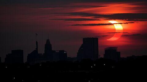 Частичное солнечное затмение в округе Балтимор, Мэриленд, США. 10 июня 2021 года