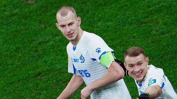 Игроки Динамо Роман Евгеньев (слева) и Сергей Паршивлюк