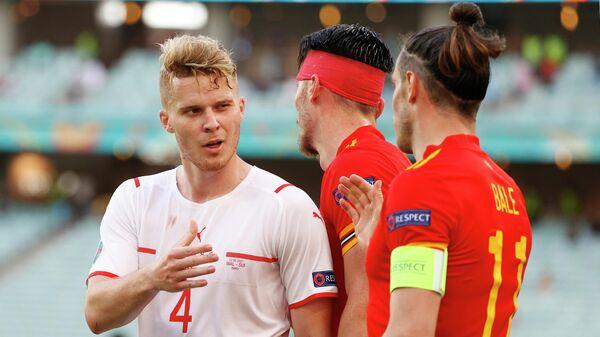 Игроки сборных Швейцарии и Уэльса после окончания матча ЕВРО-2020