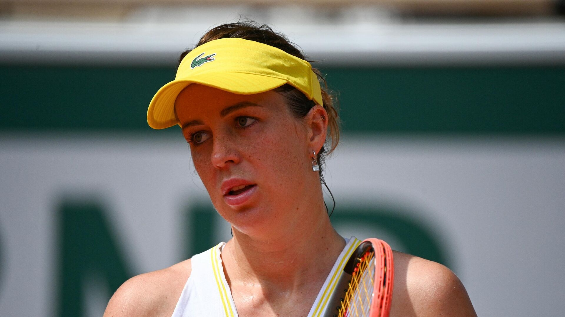 Russia's Anastasia Pavlyuchenkova reacts as she plays against Czech Republic's Barbora Krejcikova during their women's singles final tennis match on Day 14 of The Roland Garros 2021 French Open tennis tournament in Paris on June 12, 2021. (Photo by Christophe ARCHAMBAULT / AFP) - РИА Новости, 1920, 12.06.2021