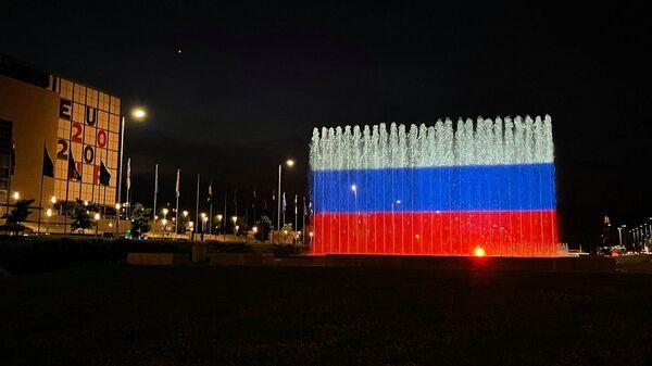 Фонтан в Загребе подсветили цветами российского триколор в честь Дня России