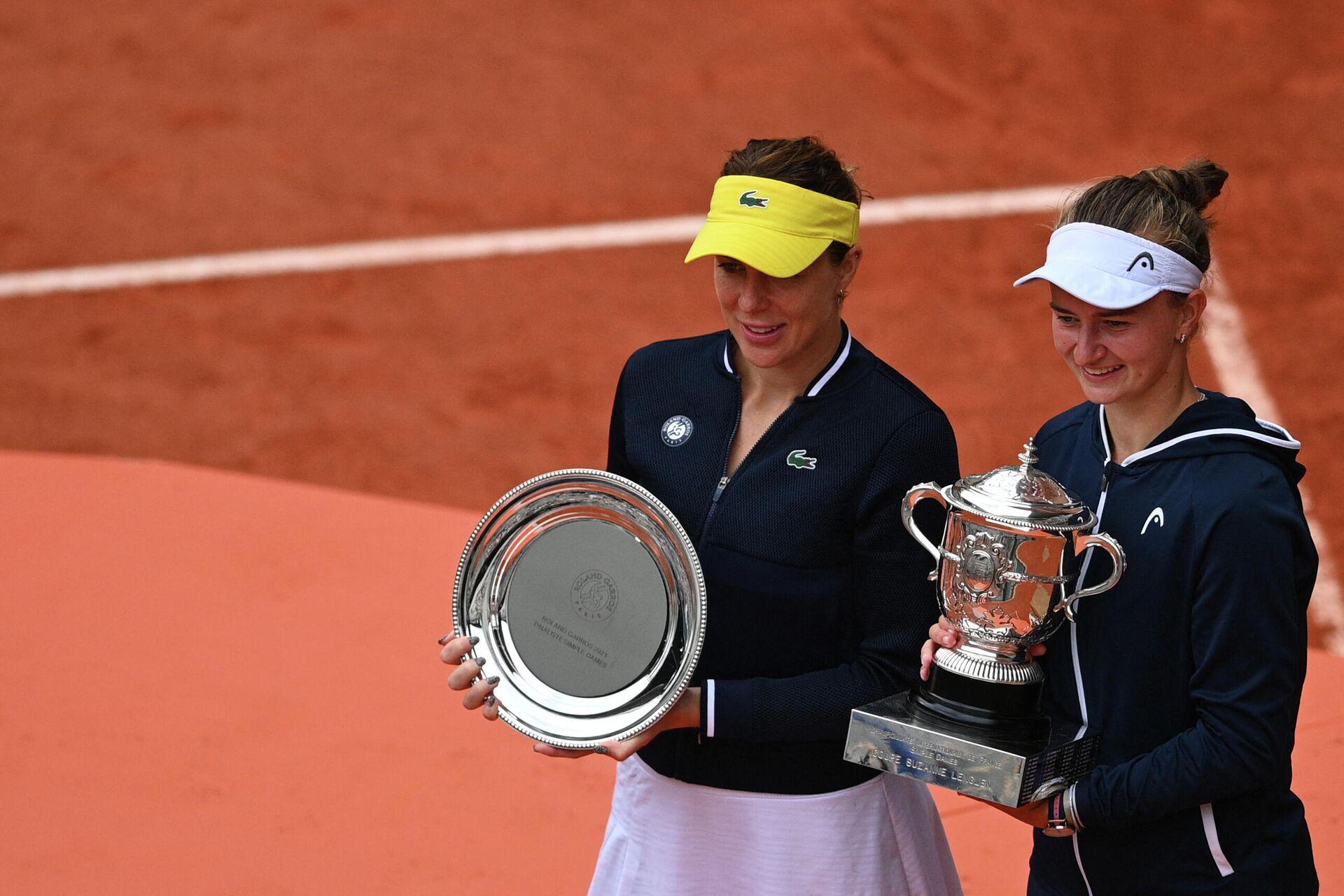 Слева направо: теннисистки Анастасия Павлюченкова (Россия) и Барбора Крейчикова (Чехия) - РИА Новости, 1920, 13.06.2021