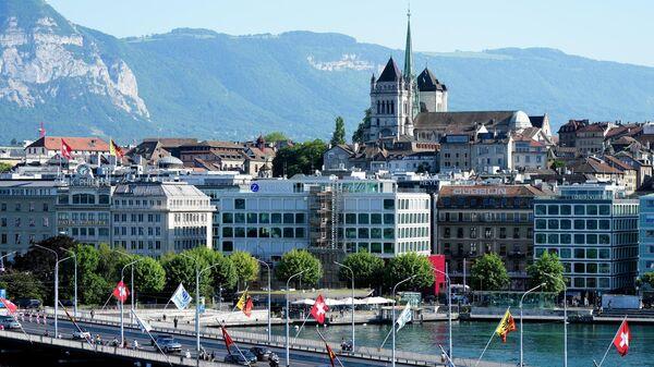 Вид на собор Сен-Пьер в Женеве, Швейцария