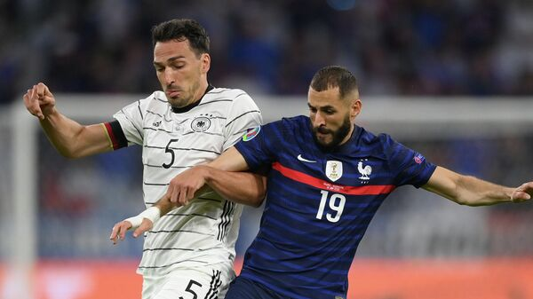 Soccer Football - Euro 2020 - Group F - France v Germany - Football Arena Munich, Munich, Germany - June 15, 2021 France's Karim Benzema in action with Germany's Mats Hummels Pool via REUTERS/Matthias Hangst