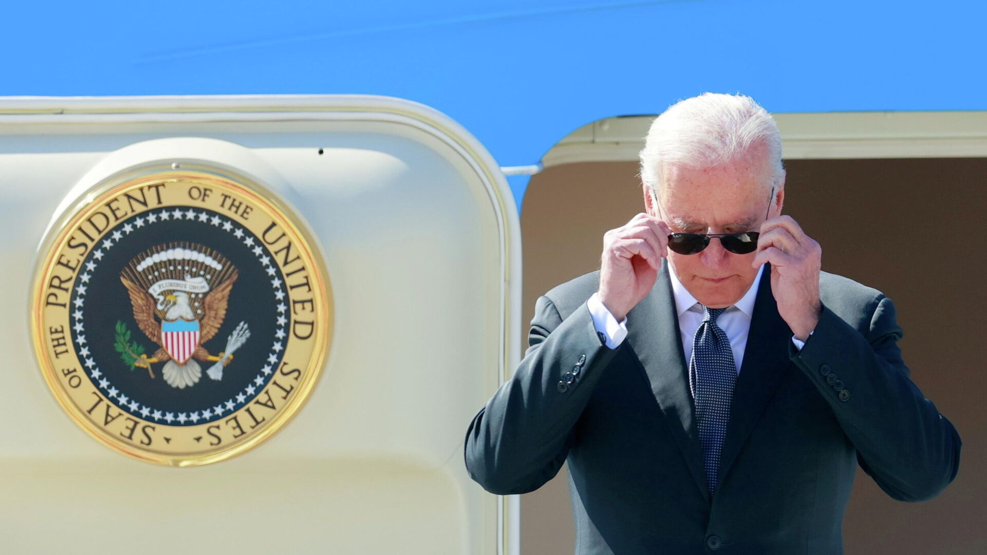 Президент США Джо Байден во время прибытия в Женеву перед встречей с президентом России Владимиром Путиным - РИА Новости, 1920, 16.06.2021