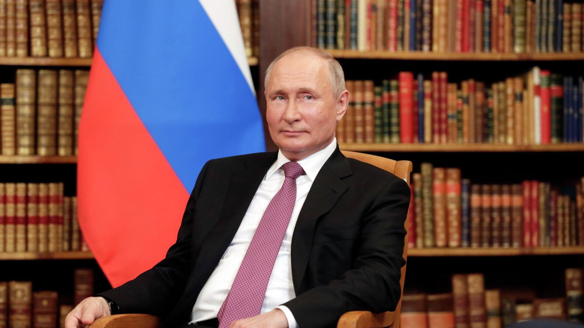 Президент РФ Владимир Путин во время встречи с президентом США Джо Байденом на вилле Ла Гранж - РИА Новости, 1920, 16.06.2021