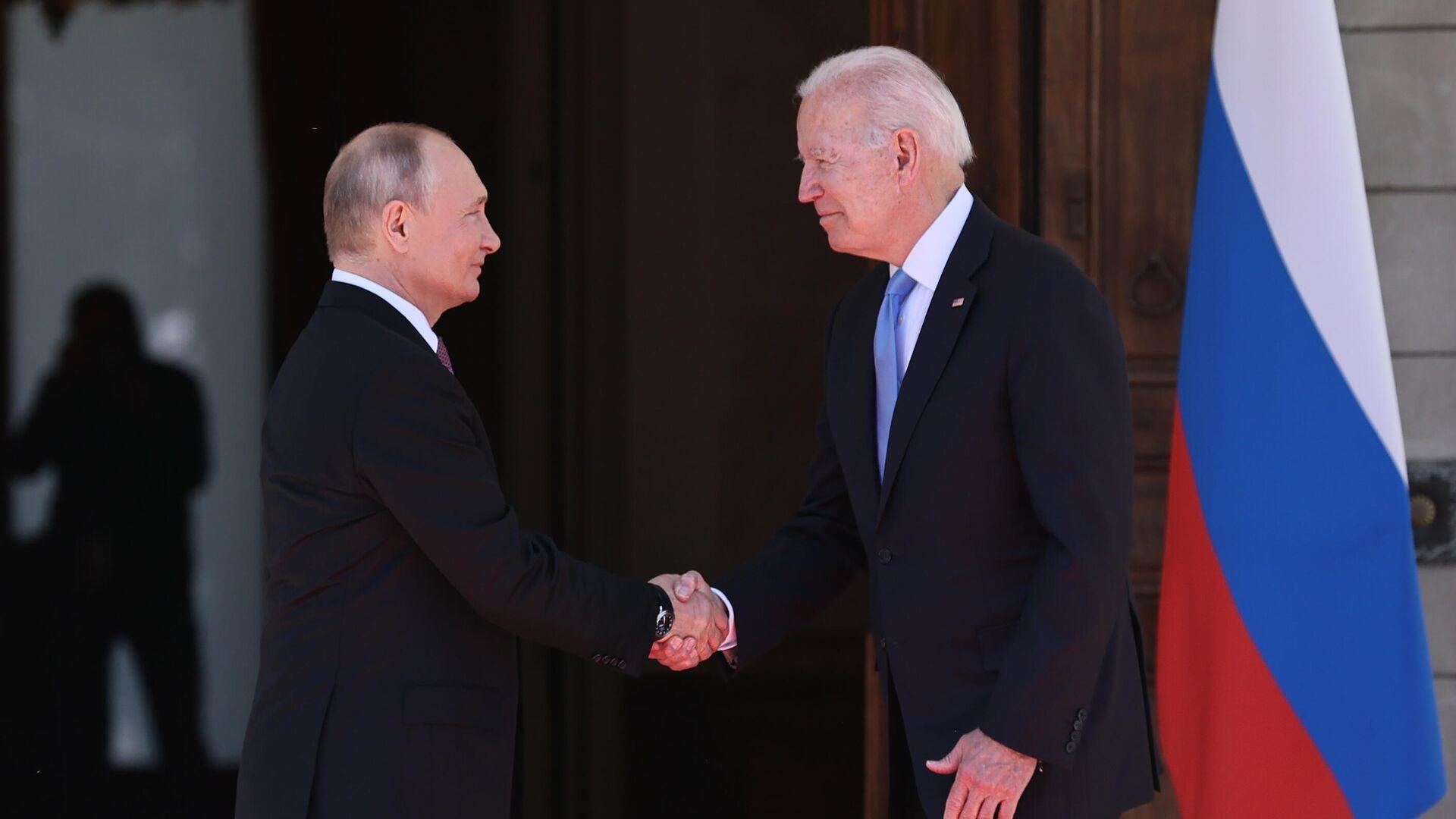 Президент РФ Владимир Путин и президент США Джо Байден во время встречи в Женеве на вилле Ла Гранж - РИА Новости, 1920, 18.06.2021