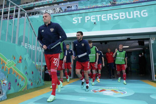 Футболисты сборной России Артем Дзюба (слева) и Магомед Оздоев