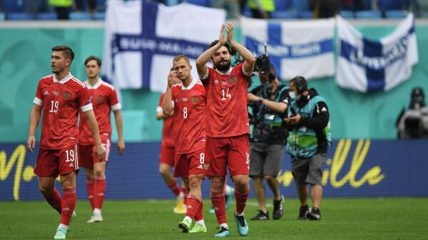 Футболисты сборной России после победы в матче с финнами