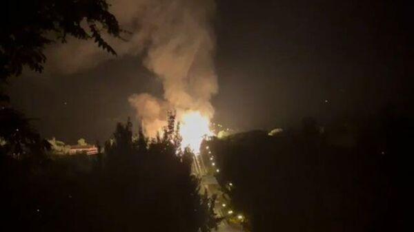 Пожар после взрыва газопровода в Луганске
