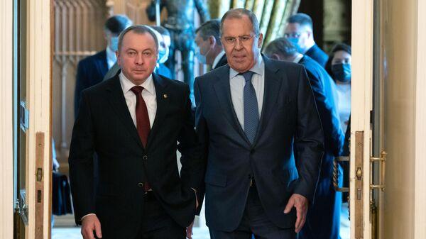 Министр иностранных дел России Сергей Лавров и министр иностранных дел Белоруссии Владимир Макей во время встречи в Москве
