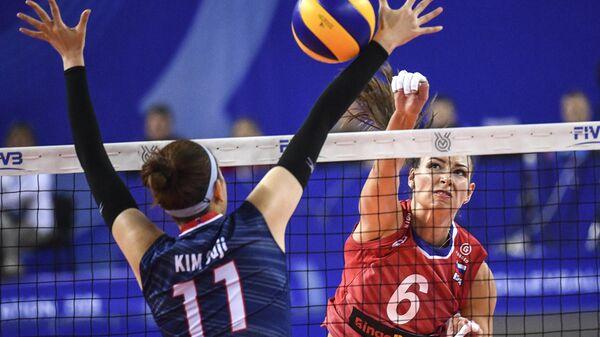 Игрок сборной России Ирина Королёва в матче олимпийского квалификационного турнира по волейболу между женскими сборными России и Республики Корея.