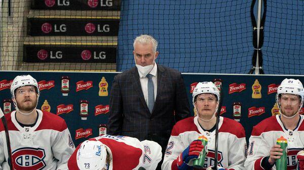 Главный тренер Монреаль Канадиенс Доминик Дюшарм (в центре)