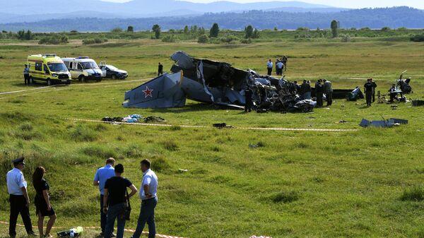 На месте крушения самолета Л-410 в Кемеровской области
