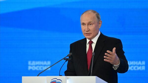 Президент РФ Владимир Путин на пленарном заседании XX Съезда партии Единая Россия