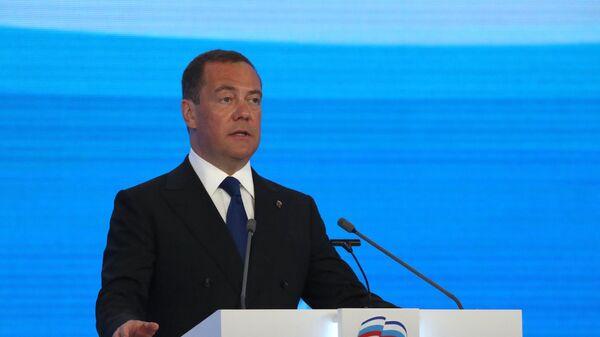 Медведева не будет в предвыборном списке ЕР, сообщил источник