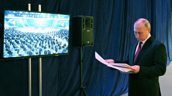 Президент РФ Владимир Путин перед началом пленарного заседания XX Съезда партии Единая Россия