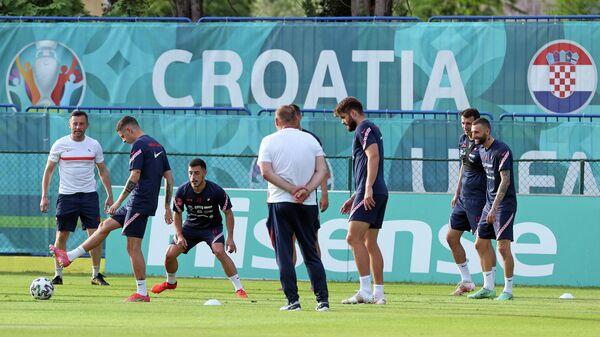 Ивица Олич (слева) на тренировке сборной Хорватии
