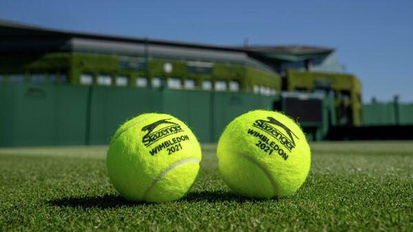 Теннисные мячики Уимблдонского турнира 2021 года