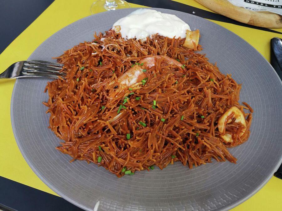 Каталонская фидеуа с соусом алиоли