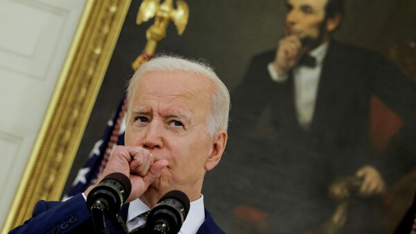 Президент США Джо Байден рассказывает о программе вакцинации от COVID-19 в здании Белого дома в Вашингтоне, США