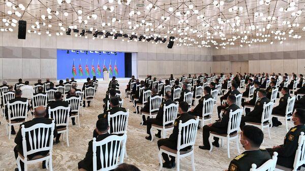 Президент Азербайджанской Республики Ильхам Алиев во время встречи во дворце Гюлистан с группой руководителей и личного состава Азербайджанской армии по случаю Дня Вооруженных сил