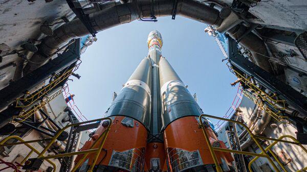 Ракета-носитель Союз-2.1б на стартовом столе космодрома Восточный