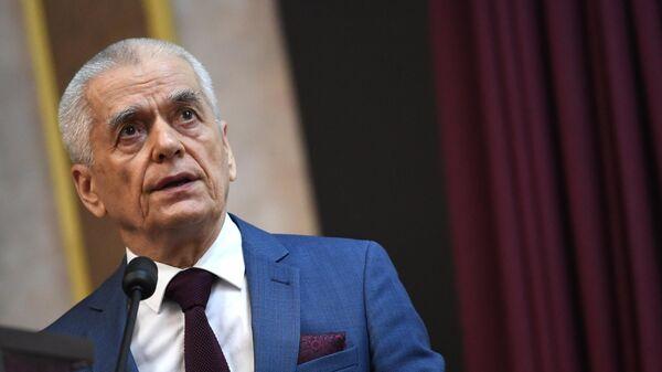 Онищенко призвал соблюдать масочный режим