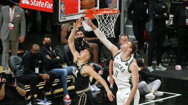 Игровой момент матча НБА Атланта - Милуоки