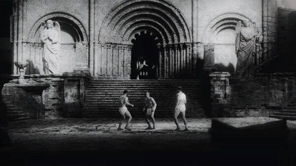 Кадр из клипа Oxxxymiron Стихи о неизвестном солдате (О. Мандельштам, 1937)