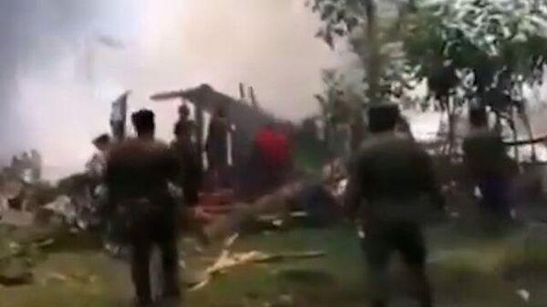 Крушение военного самолета на Филиппинах. Кадры очевидца
