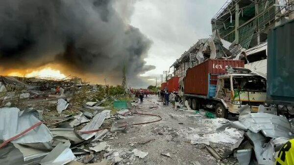 Момент мощного взрыва на химзаводе в Таиланде и последствия ЧП