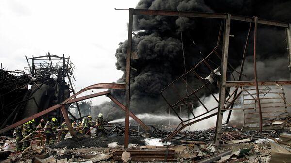Пожар в результате взрыва на химическом заводе в Самутпракане, недалеко от Бангкока, Таиланд
