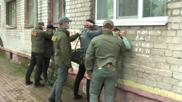 Кадры задержаний экстремистов