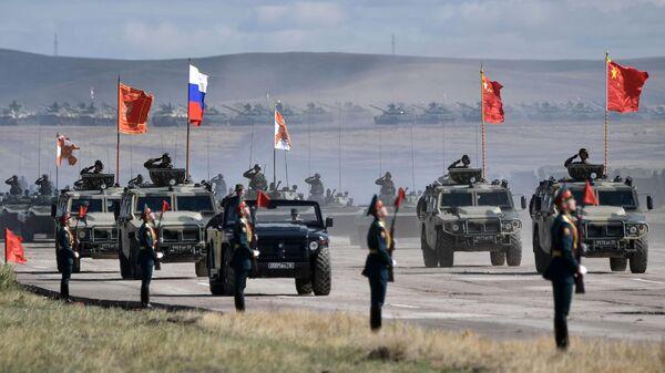 Парад военной техники, участвовавшей в основном этапе военных маневров вооруженных сил Восток-2018