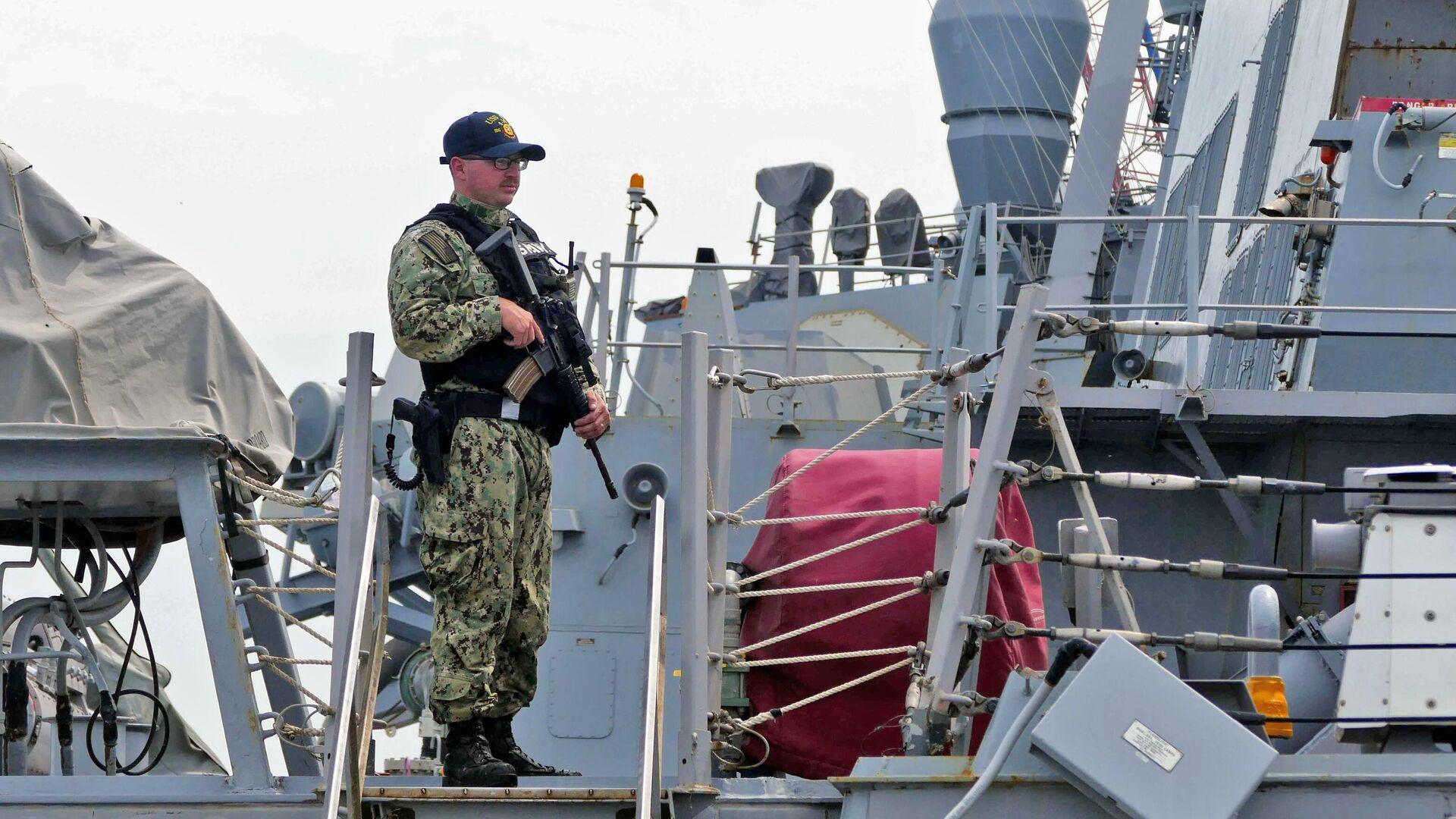 Военнослужащий флота США, участвующий в первом этапе морской фазы военных учений Sea Breeze-2021 - РИА Новости, 1920, 07.07.2021