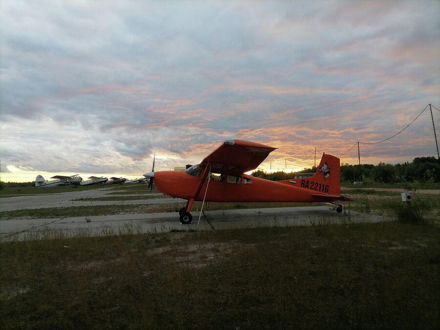 Закат на аэродроме Боровая в Сургуте