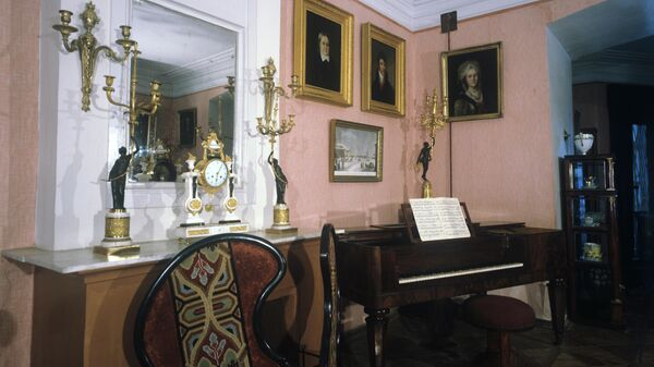Большая гостиная в усадьбе Мураново, в которой располагается Литературно-мемориальный музей Е.А. Баратынского и Ф.И.Тютчева Мураново
