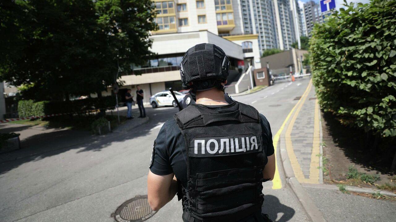 В Одессе облили зеленкой доску, посвященную погибшему в Доме профсоюзов