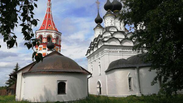 Суздаль. Церкви напротив Дома Бальзаминова