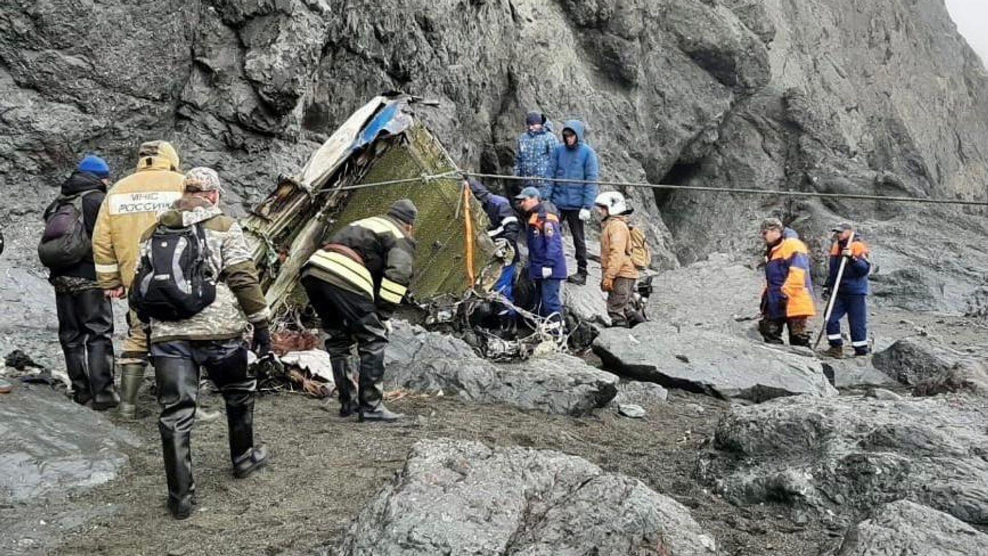 В МЧС рассказали о поиске места предполагаемой катастрофы Ан-26