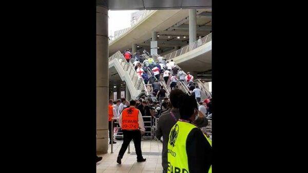 Фанаты без билетов прорываются на Уэмбли перед финалом Евро