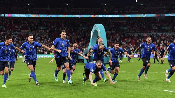 Футболисты сборной Италии после победы на ЕВРО-2020