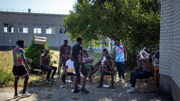 Мигранты из Камеруна в лагере беженцев в селе Виденяй, Литва
