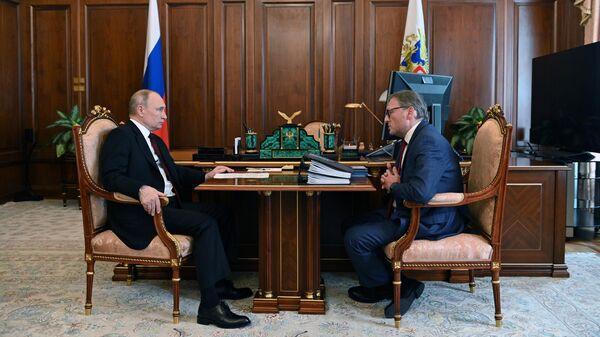 Президент РФ Владимир Путин и уполномоченный при президенте РФ по защите прав предпринимателей Борис Титов во время встречи