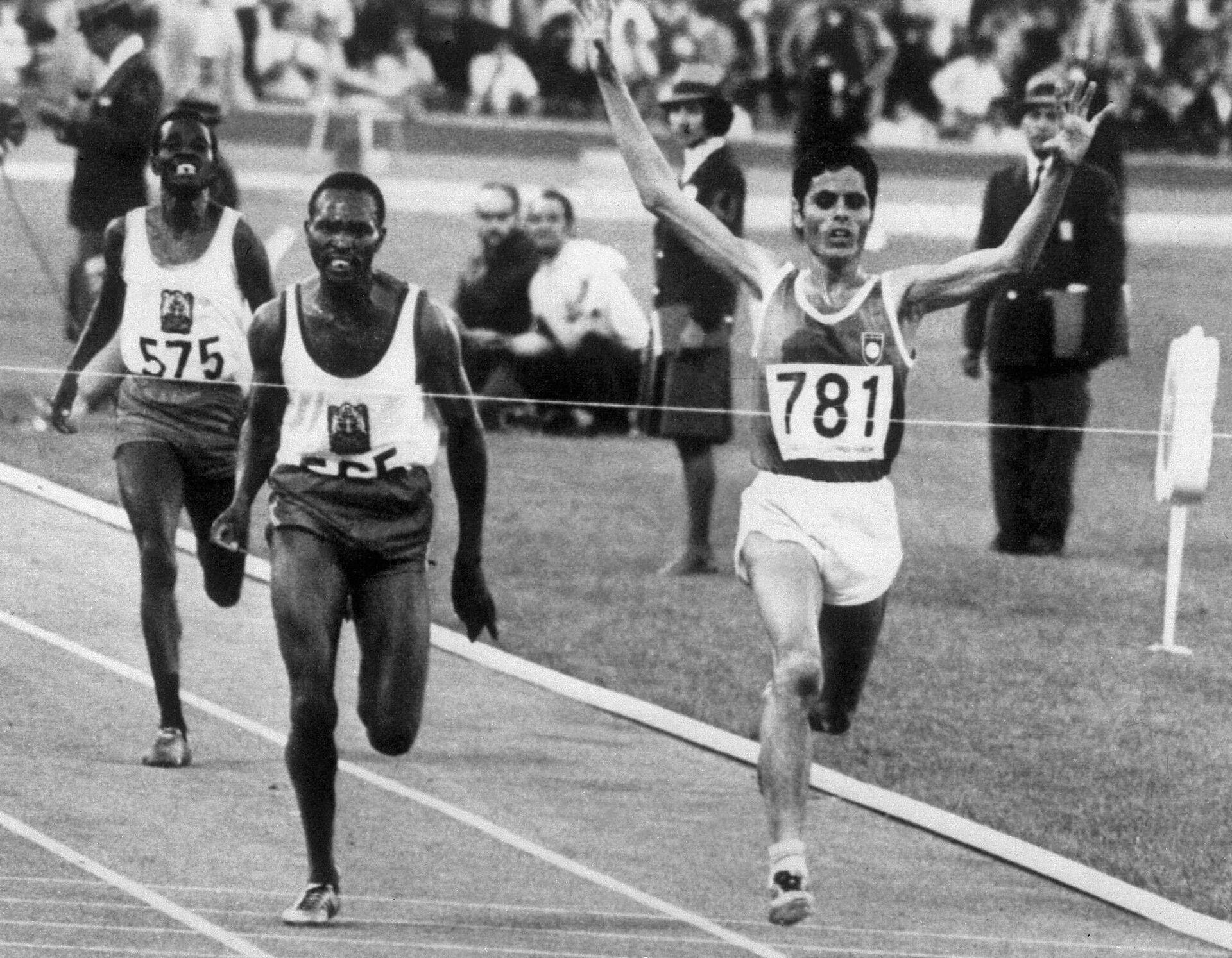 Кип Кейно (слева) в забеге на 5000 метров на Олимпиаде в Мехико - РИА Новости, 1920, 12.07.2021